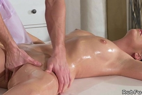 Young masseur bangs black-hearted Milf